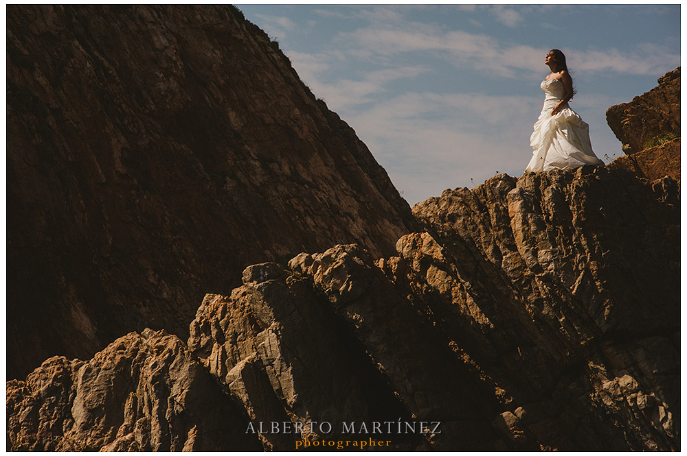 Manzanillo wedding photos trash the dress